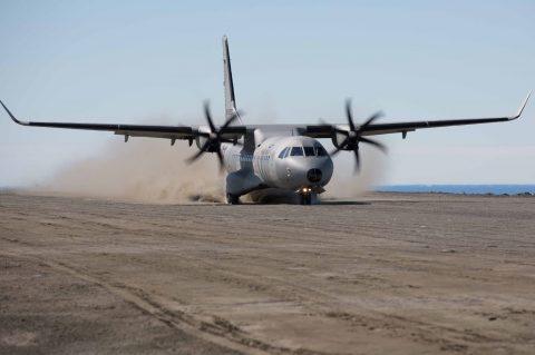 Un avión C295W de la Armada de México aterriza por primera vez en la Antártida