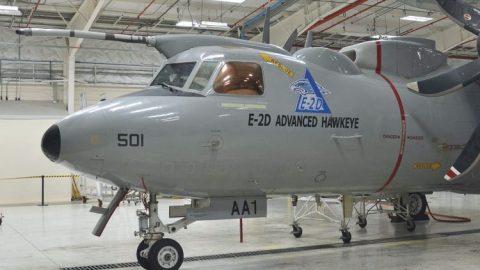 El nuevo E-2D Advanced Hawkeye con nueva capacidad de reabastecimiento aéreo completa con éxito el primer vuelo