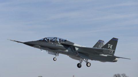 Boeing T-X completa el primer vuelo, valida diseño para los requisitos del programa TX