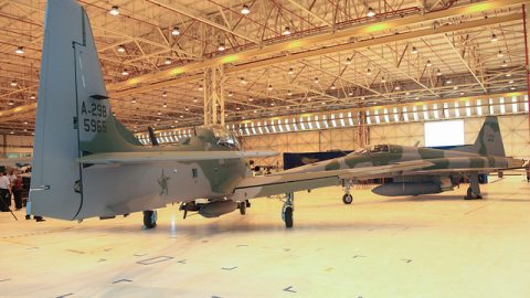 Escuadrones de F-5EM y A-29 de la Fuerza Aérea Brasileña, realizan entrenamiento de combate disimilar.