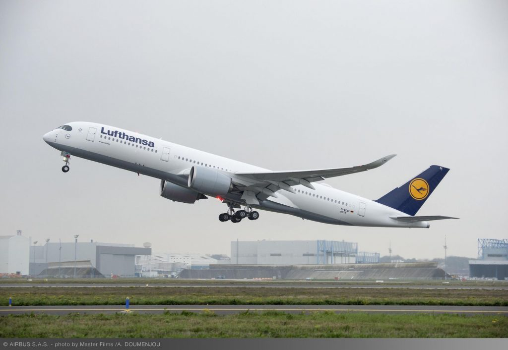 1600x1200_1480426684_A350_XWB_Lufthansa_first_flight_-_take_off