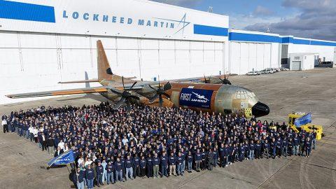 Lockheed Martin lanza el primer carguero comercial LM-100J Super Hércules