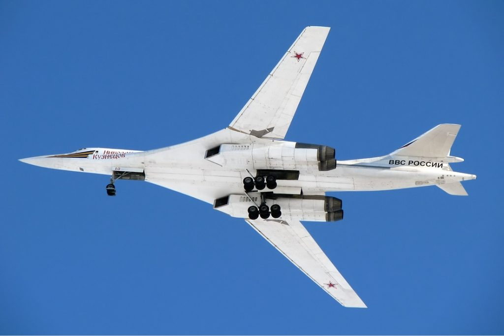 Tupolev_Tu-160_Naumenko-1