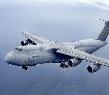 Con un sobrevuelo en el Pacifico la USAF prueba las capacidades del C-5M