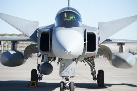 Pilotos de la Fuerza Aérea Brasileña regresan a Suecia para continuar los entrenamientos con el caza Gripen