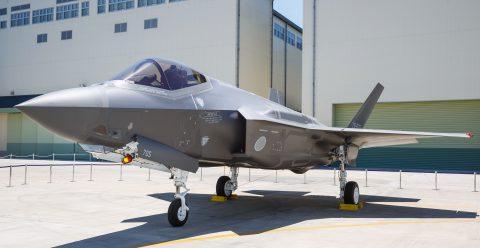 AX-5, el primer F-35A montado en Japón fue presentado en Nagoya Japón.