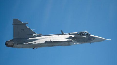 El Gripen E realiza con éxito su primer vuelo