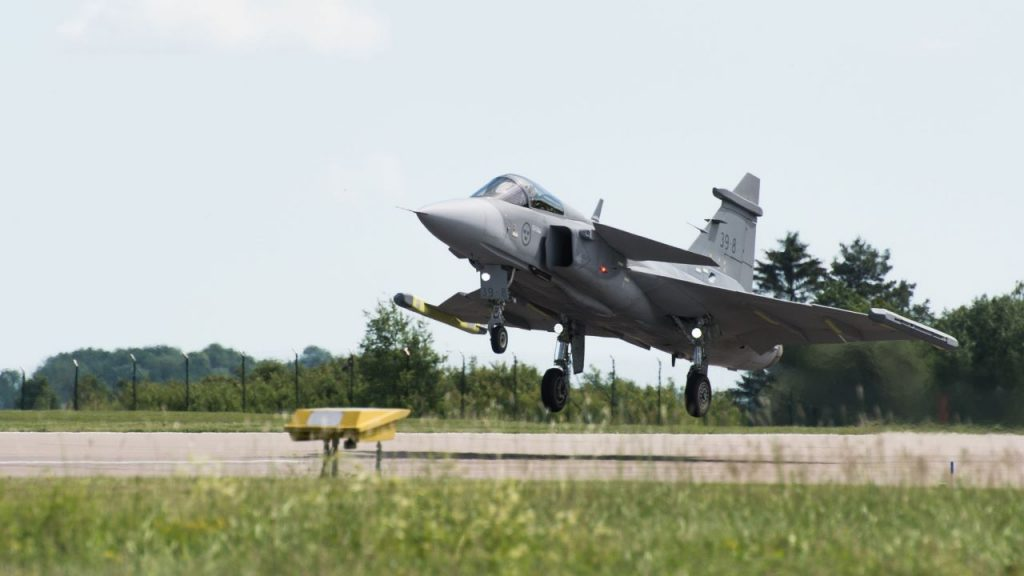 gripen_e_first_flight-landi