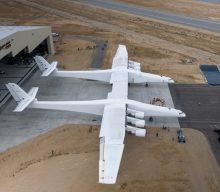 Se presento el Stratolaunch el avión más grande del mundo