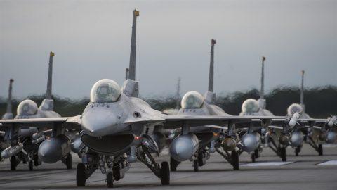 Se buscan países para el F-16