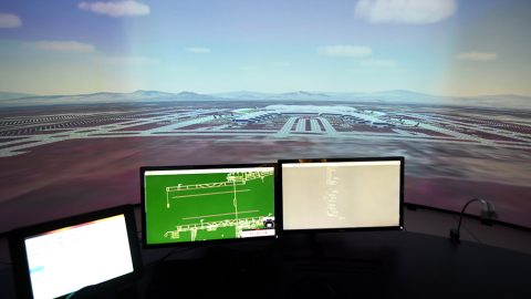 Un nuevo aeropuerto en la base militar Santa Lucía no es viable