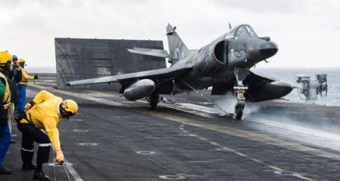 Argentina autorizó la compra de cinco aviones de combate usados Super Étendard