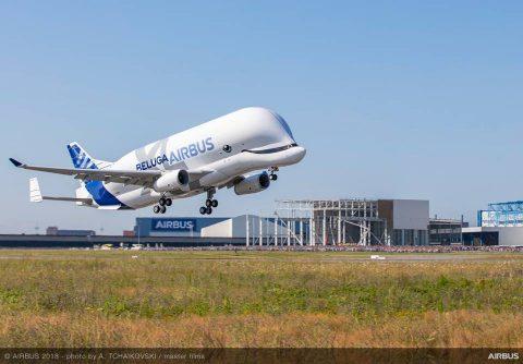 El primer BelugaXL completa con éxito su vuelo inaugural