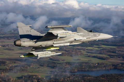 El nuevo Gripen E vuela con el misil Meteor