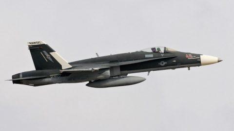 Un avión F/A-18C fue pintado en un esquema  similar al  Flanker Su-30SM ruso
